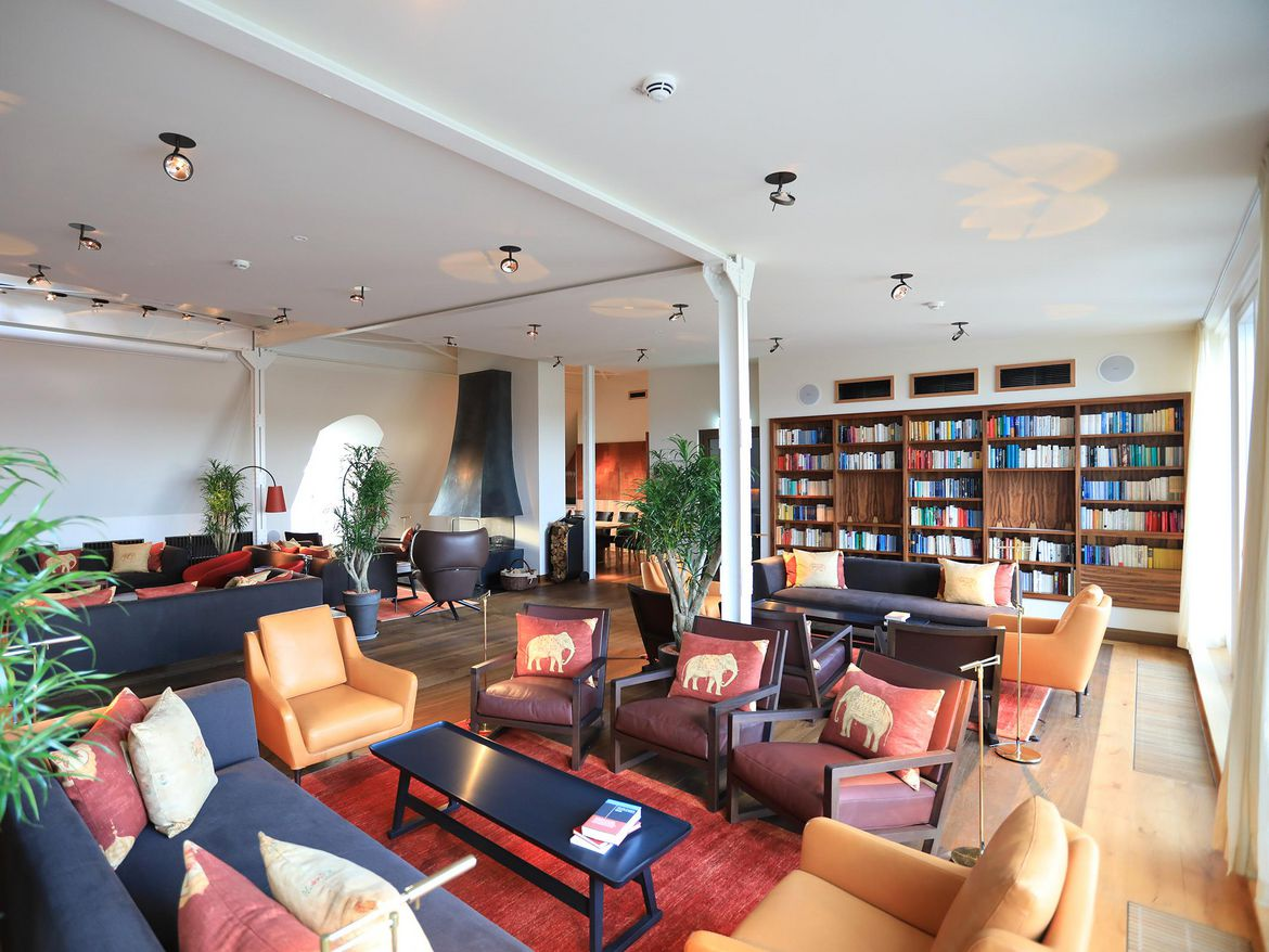 Luxury hotel in berlin kreuzberg the orania berlin for Top hotels in berlin