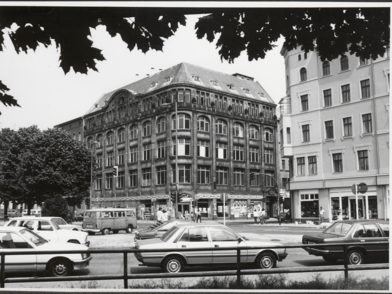 Exterior view of the Luxus Hotel Berlin Mitte in 1933