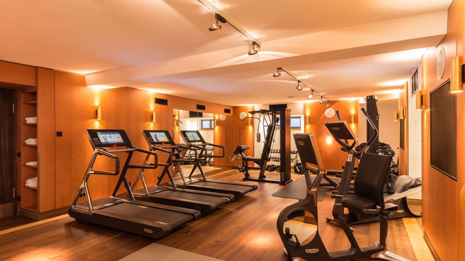 fitness gym in berlin kreuzberg the orania berlin. Black Bedroom Furniture Sets. Home Design Ideas